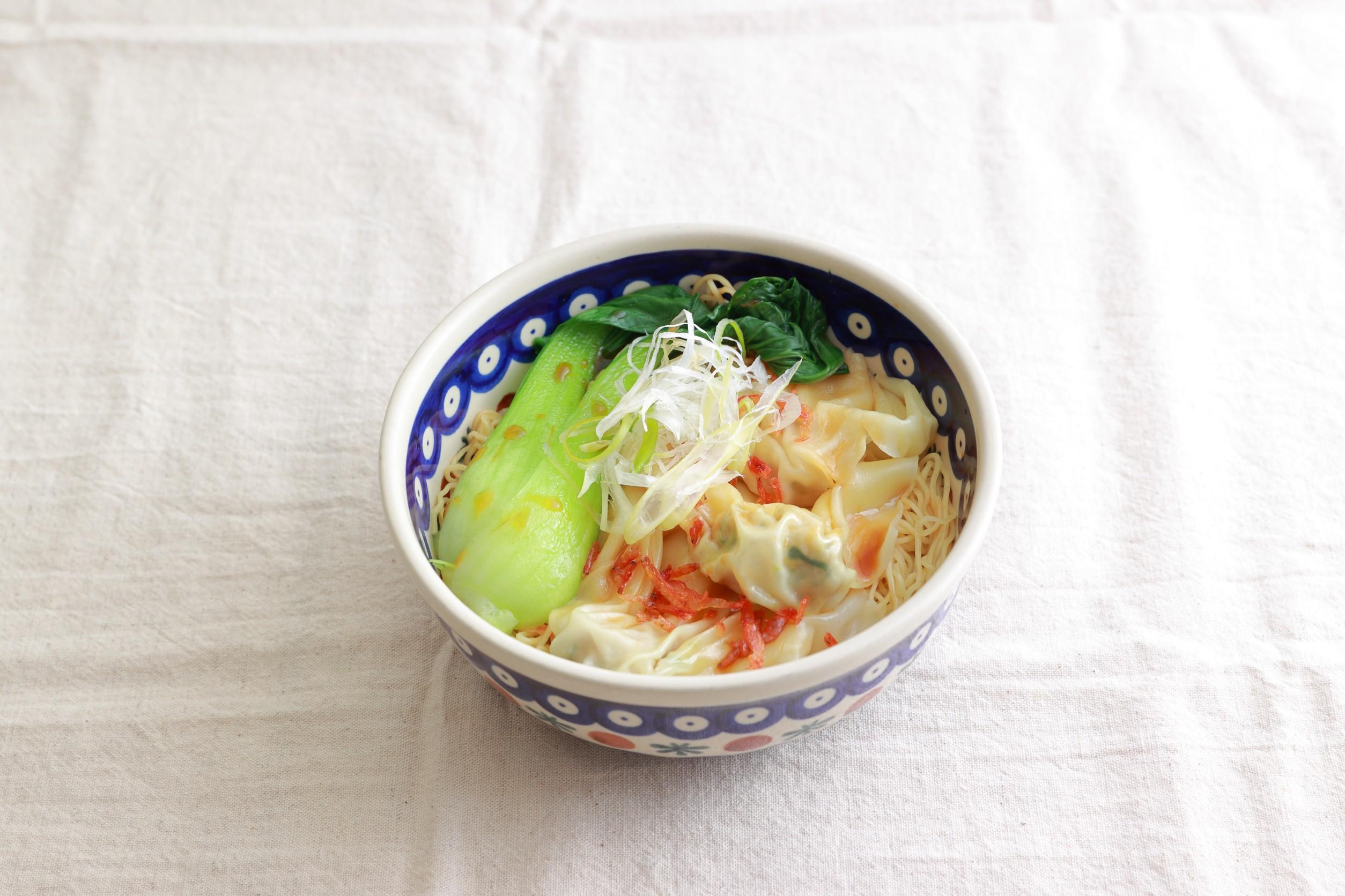 16. 汁なし香港式肉野菜雲呑麺